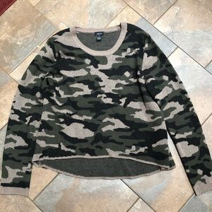 Camouflaged print high low sweater
